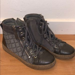 Grey sneakers or Moto boots